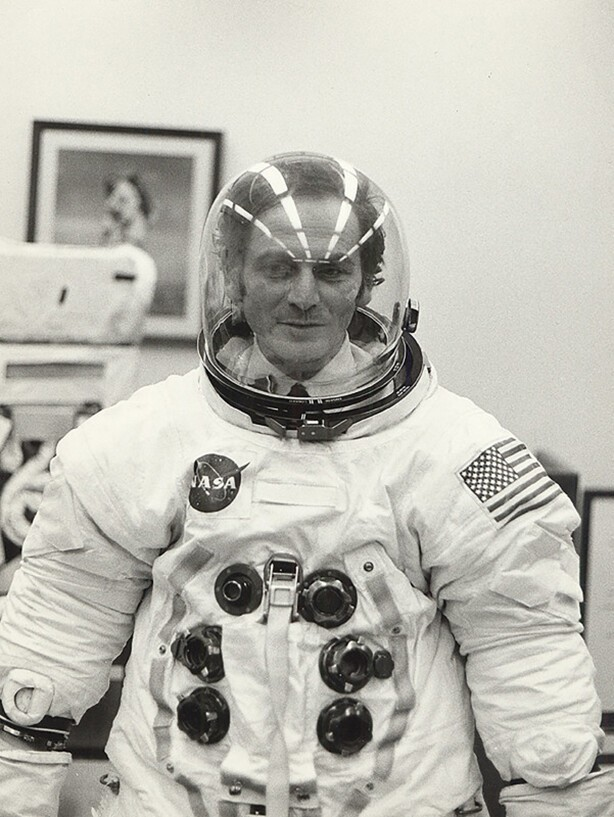 "Пьер Карден в скафандре астронавта ""Appollo 11"", 1969 год, США"