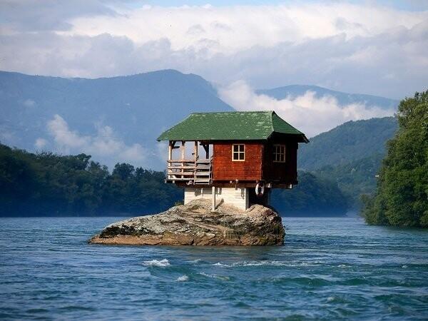Дома, построенные вкажущихся невозможными местах