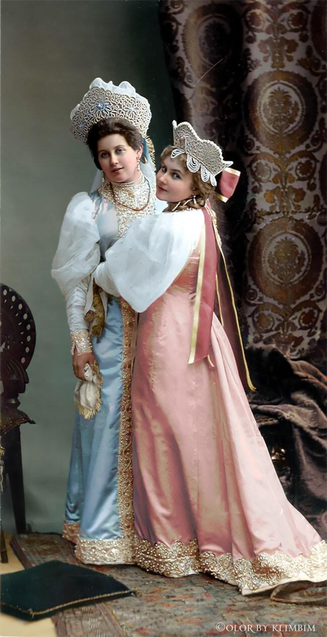 Анна Танеева (Вырубова) с сестрой