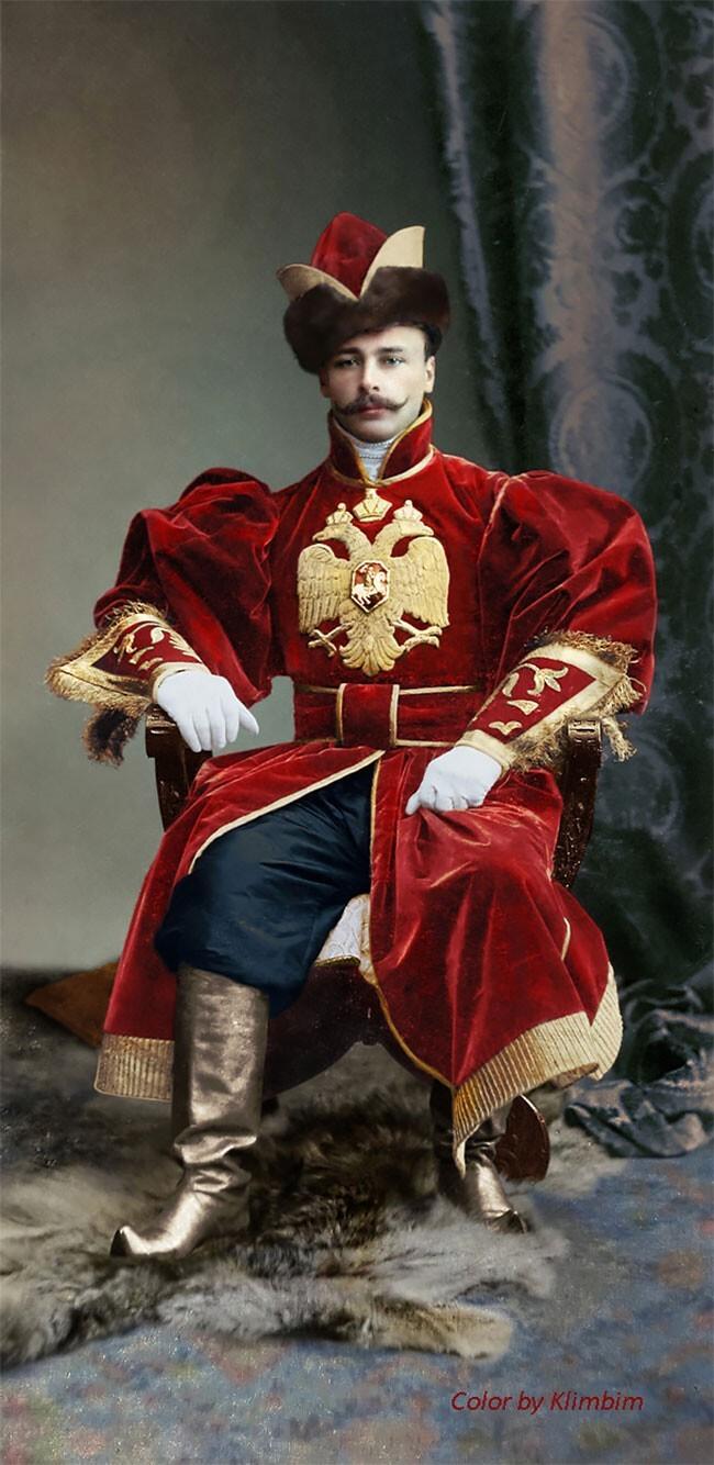 Костюмированный балРомановых - фотографии 1903 года вцвете
