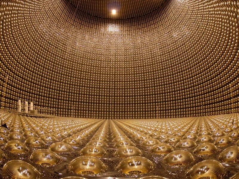11. Огромный резервуар, представляющий собой нейтринный детектор «Супер-Камиоканде», Япония