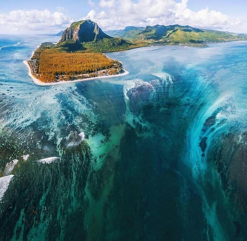 6. Устрашающий подводный водопад