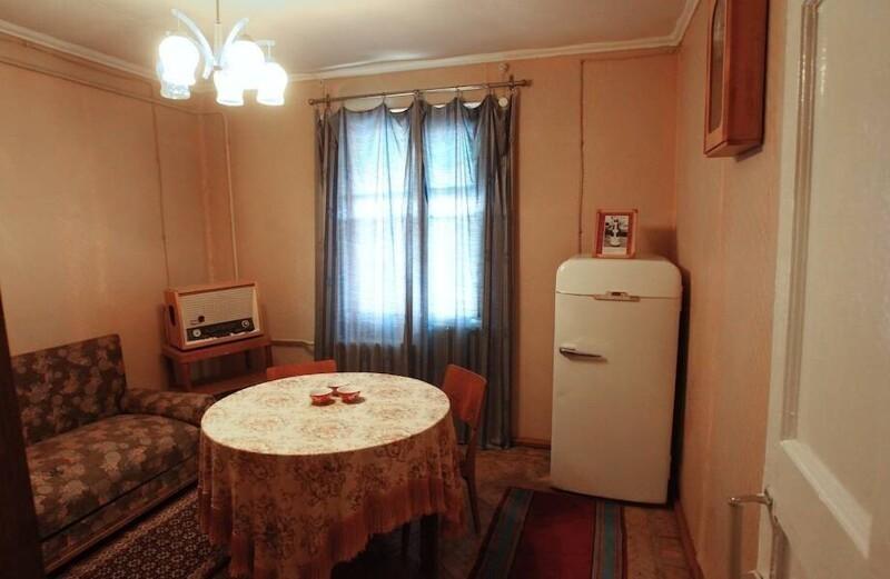 Для чего в СССР холодильники делали со встроенным замком
