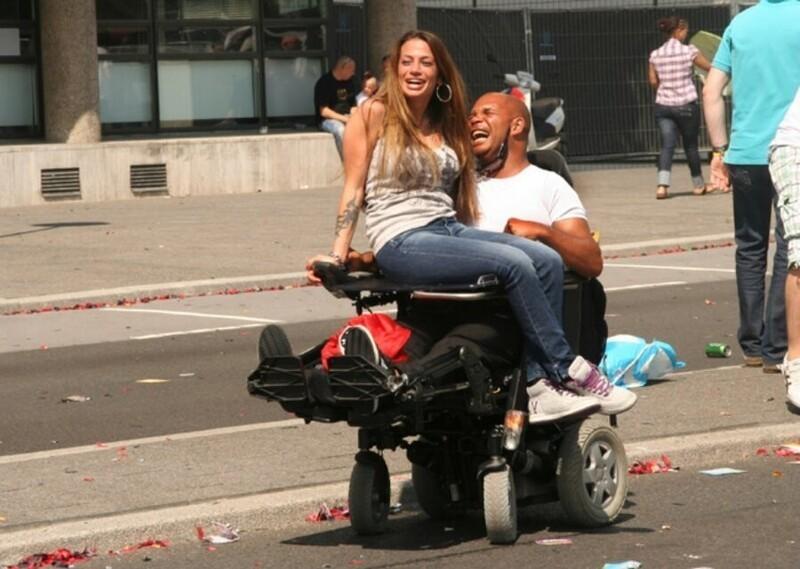 """В Нидерландах инвалиды получают деньги от правительства на услуги проституток. Программа """"Проститутки для инвалидов"""" покрывает расходы до 12 проституток в год. Сообщается, что эта схема резко снизила уровень депрессии среди инвалидов"""