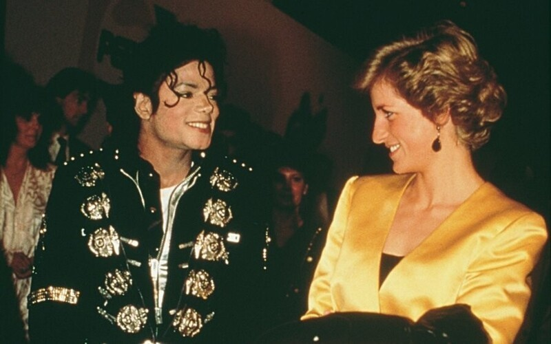 """Перед выступлением на стадионе """"Уэмбли"""" Майкл Джексон решил вычеркнуть песню """"Dirty Diana"""" (""""Распутная Диана"""") из уважения к принцессе Диане. Когда Диана услышала об этом, она лично попросила не убирать песню - она была одной из ее любимых"""
