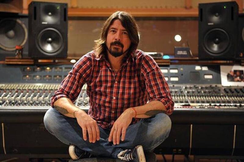 """В 1994 году Дэйв Грол записал целый альбом сам. Он пел и играл почти на всех инструментах, используя имя """"Foo Fighters"""". Получив контракт на запись, Грол нуждался в участниках, чтобы играть песни вживую - так были сформированы Foo Fighters"""