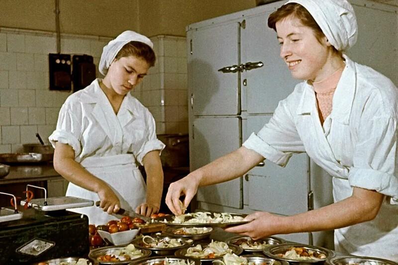 Какие были зарплаты в СССР в пересчете на сегодняшний день?