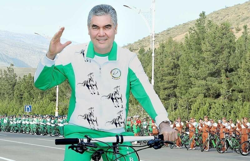 Президент Туркмении возглавил колонны чиновников исиловиков навеломарафоне поАшхабаду