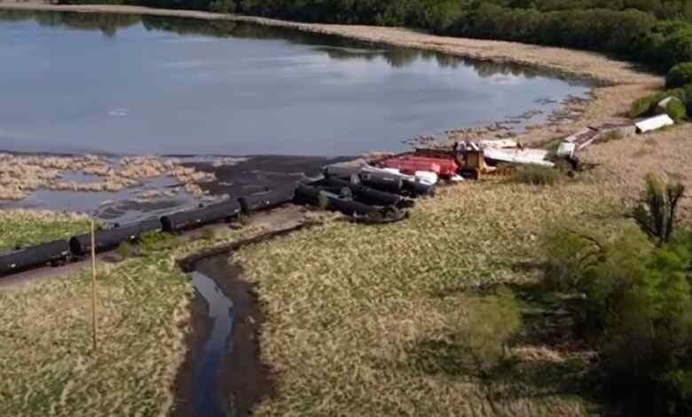 В США сошёл с рельсов грузовой поезд, перевозивший соляную кислоту