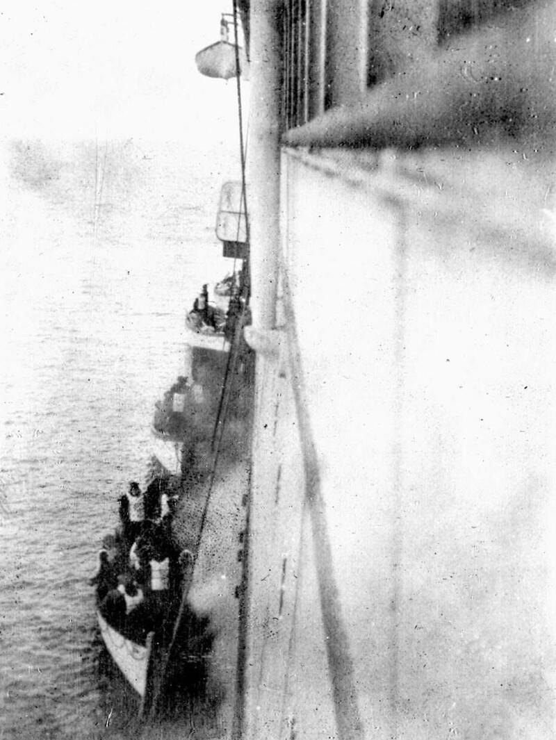 """11. Спасение выживших на """"Титанике"""" пассажирским судном """"Карпатия"""" после катастрофы 1912 года"""