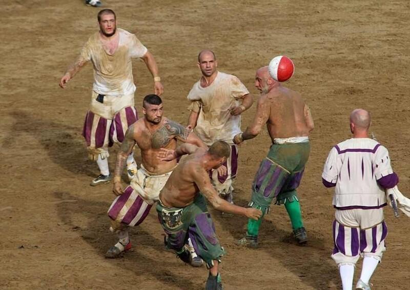 «Кальчо сторико»: экстремальная разновидность футбола