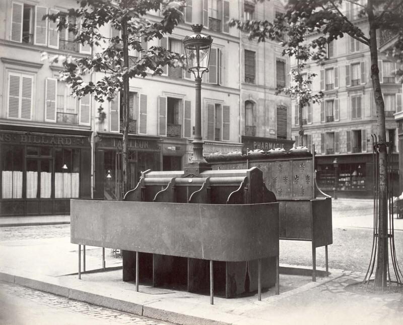 """Во время """"османизации Парижа"""" в городе появились писсуары всех форм и размеров"""