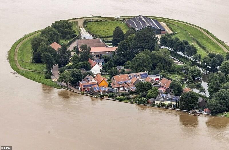 Затопленная территория вокруг реки Маас, Нидерланды